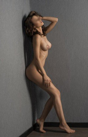 escort girls in london naked dark wall